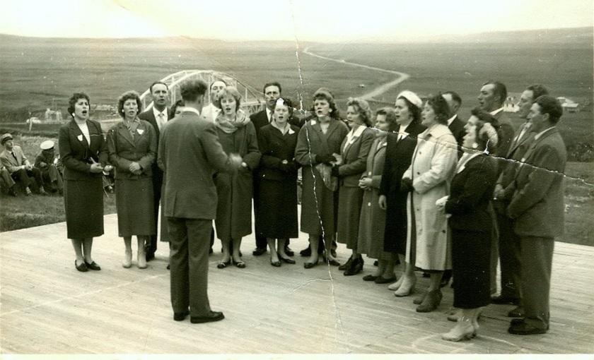 Kór Hábæjarkirkju á Þjórsármóti um 1955. Stjórnandi Sigurbjartur Guðjónsson.